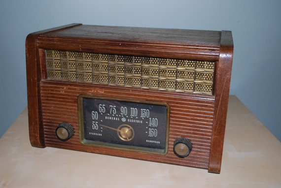 Vintage GE Radio Model 203 (1946)
