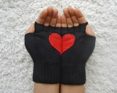 Heart Gloves, Fingerless Black Gloves with Red Felt Heart - yastikizi