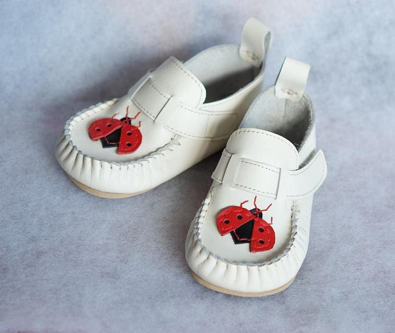 "White leather moccasins ""Ladybug"", rubber sole, velcro fastening, support barefoot walking, sizes EU 18 to 26 - US 3.5 to 9.5"