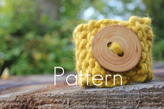 KNITTING PATTERN - chunky cuff/bracelet with button - slip on - Listing12