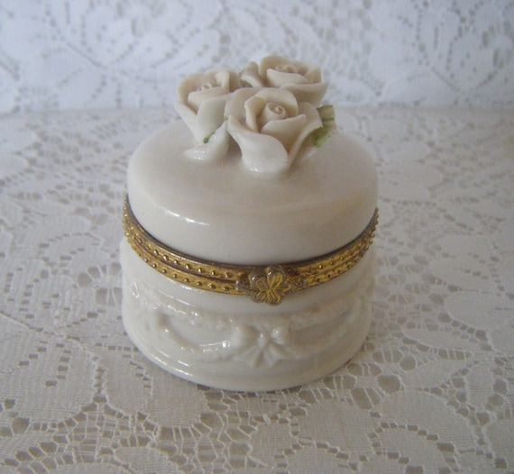 Porcelain Jewelry Box 14k gold