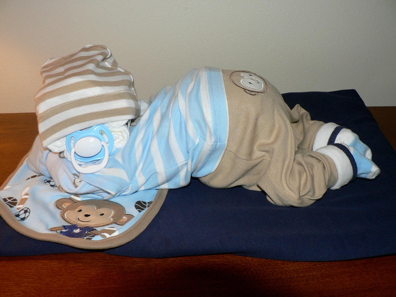 Make A Sleeping Baby Diaper Cake
