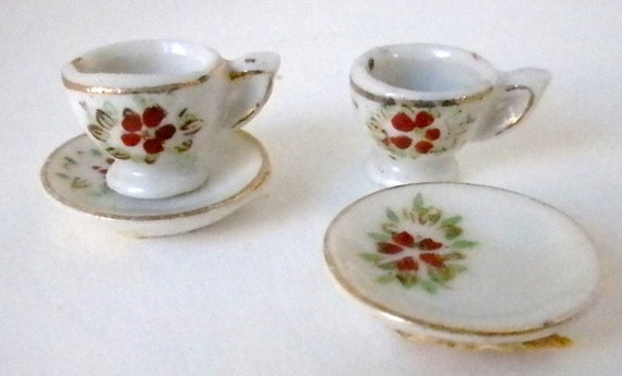 Tiny,Tiny, Flowered Vintage, Tea Cups and Saucers, 1950s