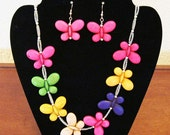 Step into Spring with this adorable butterfly necklace with matching earrings.