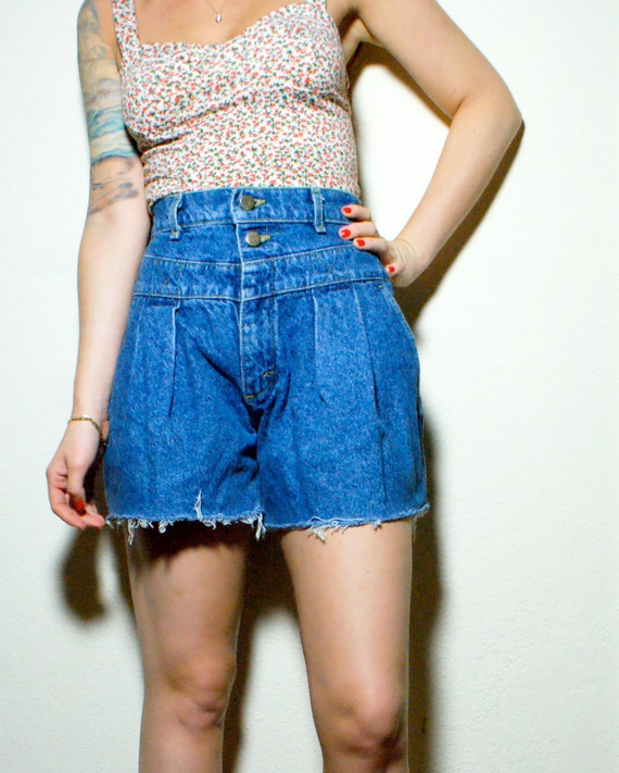 Adorable High Waisted Pleated Lee Cut Off Shorts
