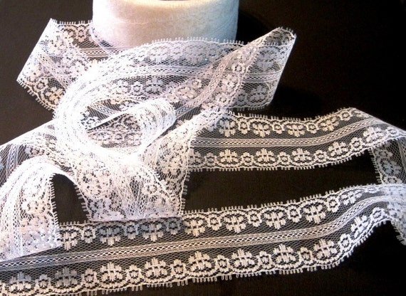 Lace Trim Floral Pattern/ White, 1 1/2 inch wide, 1 yard, For Scrapbook, Home Decor, Apparel, Accessories, Victorian & Romantic Crafts