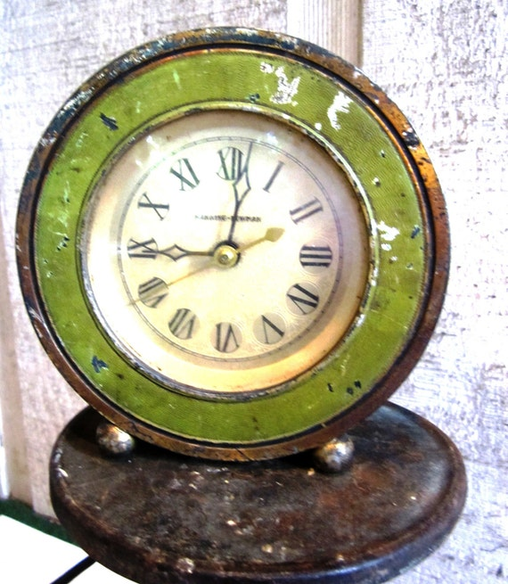 Vintage Green Manning-Bowman Table Top Electric  Alarm Clock, Green and Gold, Shabby Chic, Flea Market Cottage Style