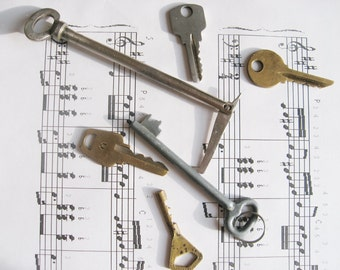 Vintage keys, set of 6 Old Keys for Jewelry Making, Altered Art, Collage from USSR