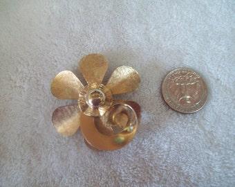 Vtg Pin Goldtoned Flower--P746