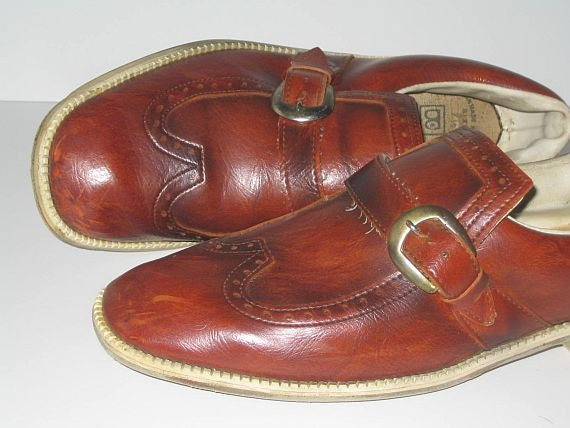 Vintage 70s bowling shoes. Loafers. Slip ons.  // buckle wingtip spectators .... 7.5 mens // 8.5 9 womens