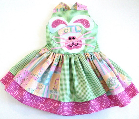 Girls Smocked Easter Dresses, Baby Infant Smocked Easter Dresses, Toddler Smocked Dresses. High Quality and Hand Made from Wooden Soldier. From elegant silks and taffeta dresses to classically hand-smocked dresses, we offer a variety of girls' Smocked dresses perfect for portraits, parties, concerts and other special events.
