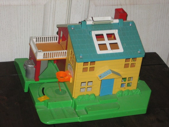 Fisher Price NEIGHBORHOOD HOUSE