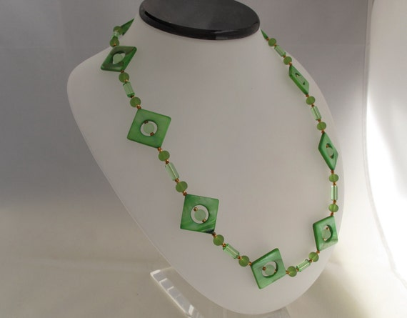 CLEARANCE - Green Mother of Pearl Diamonds necklace