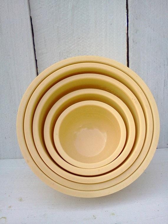 Vintage Melamine Nesting Bowls Measuring Cups Set Of 5 Yellow