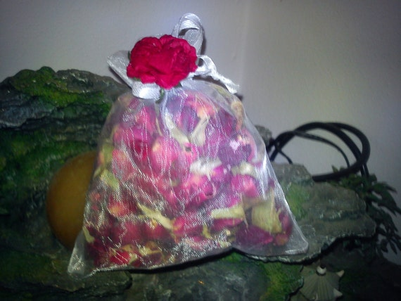 Full moon Red Rose Buds. For Love, health, Attraction, Protection, beauty, Luck, rituals tools