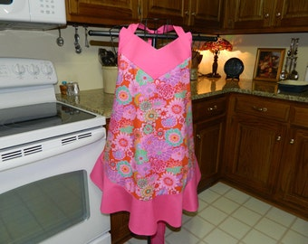 Ladies Apron with Hot Pink flowers with Pink ruffles / Woman's Full Apron / Flirty Apron / Frilly Apron / Hostess Apron / Boutique Apron