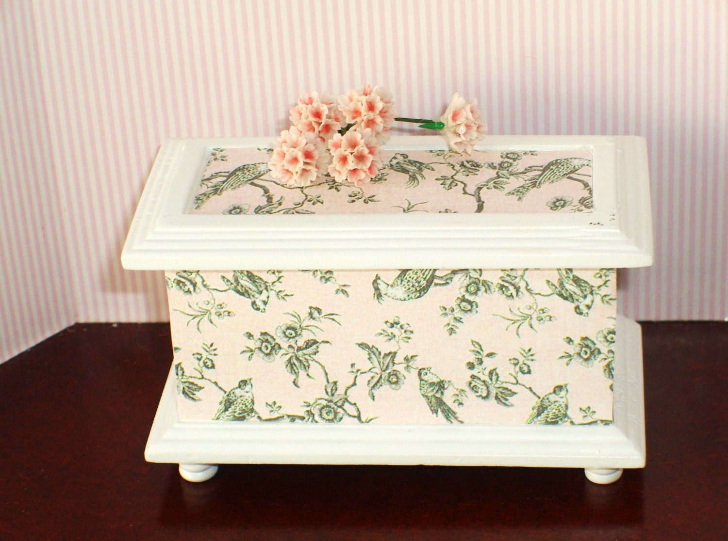 Shabby chic toile blanket chest by clarabellasminis on etsy for Toile shabby chic
