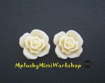 Flatback Ivory Flower Cabochons 2pc