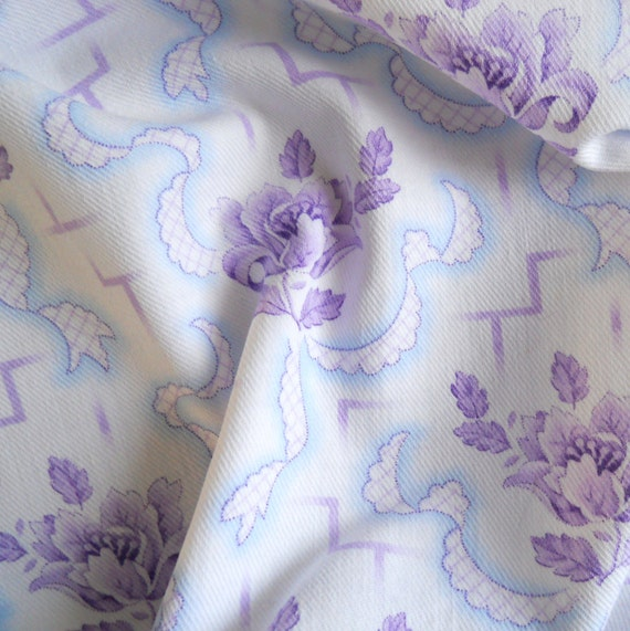 vintage fabric 60  for patchwork, quilting or pillowcases, antique, lilac flowers, cotton