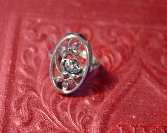Avon  Rosamonde Collection silver tone ring  -  vintage 1975
