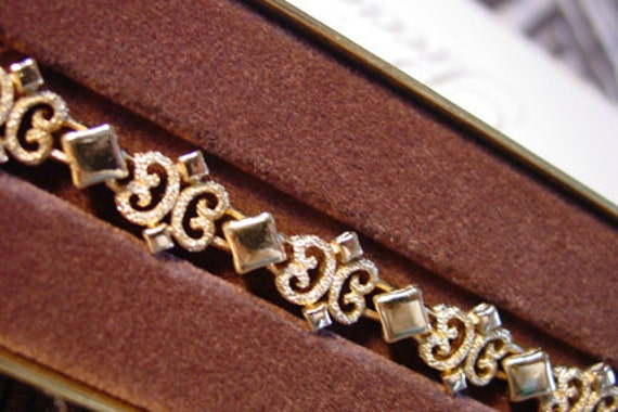 Avon 1971 Precious Pretenders gold tone bracelet