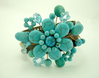 Flower turquoise and aquamarine crystal with wire on leather bangle