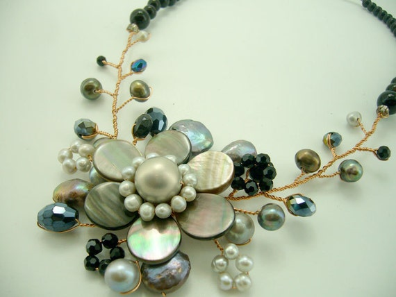 Flower grey shell,freshwater pearl,onyx,crystal with wire necklace