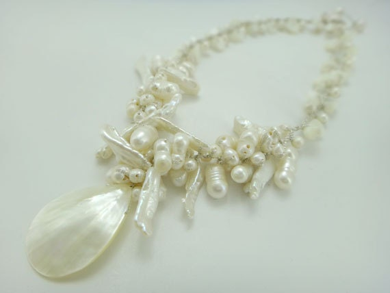 White freshwater pearl come with shell pendant hand-knotted on silk