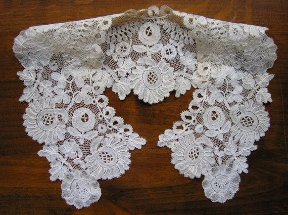 Antique English HONITON Bobbin LACE COLLAR- Hand made.