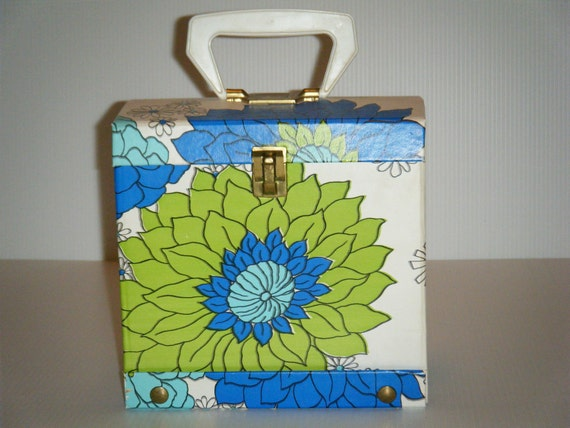 Vinatge 45 Record Case with Daisies in Bright Colors