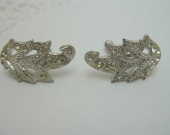 Rhinestone screw back earrings Silver Tone