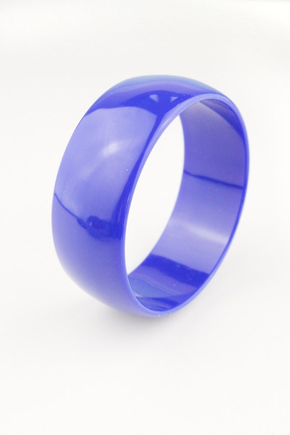 Single Plastic Blue Smooth 1980s Bangle Bracelet