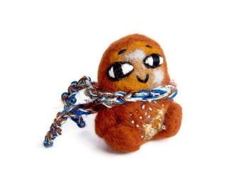 Miniature Folk Monster Sculpture, Needle Felted Amigurumi Tree Imp Soft Sculpture (Orangefarben)