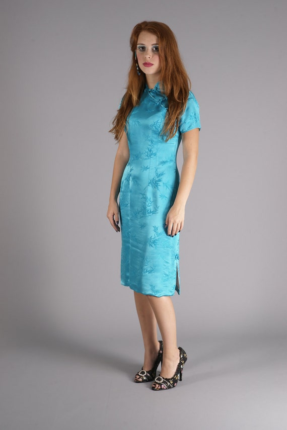 Vibrant Vintage 60's Oriental/Asian Aqua Blue Dress