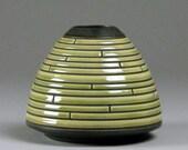 Utskaret Linjer Vase. Carved Green stoneware vase.