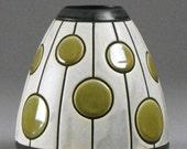 Utskaret Prikker Vase. Green and White carved ceramic vase.