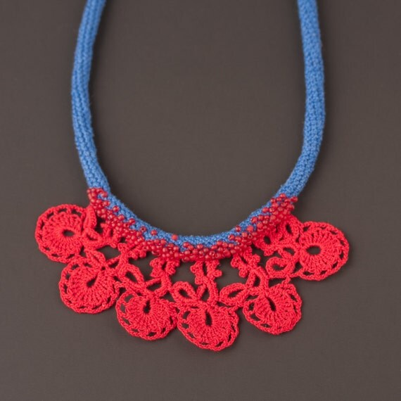 CROCHETED LACE NECKLACE
