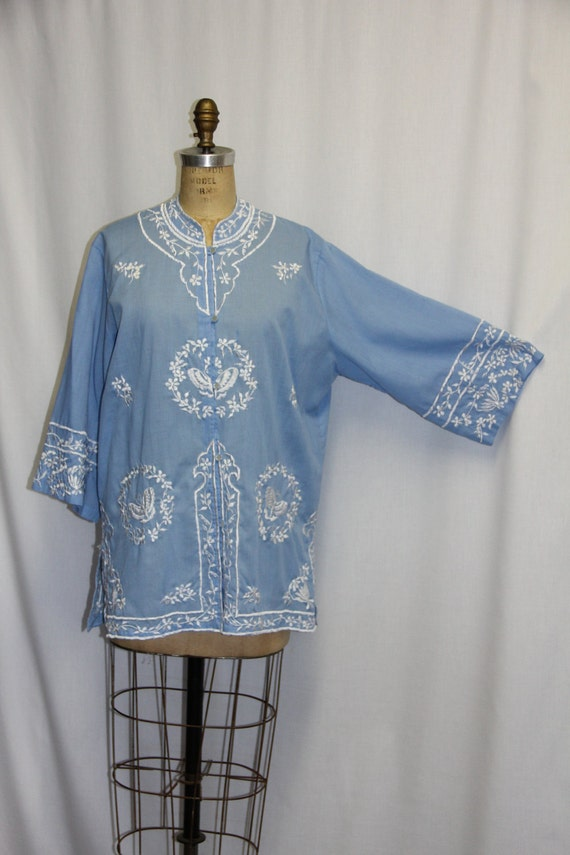 Vintage 1960s Tunic Embroidered Light Blue and White 48 bust