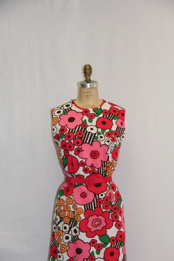 1960s LARGE Vintage Dress Flower Power