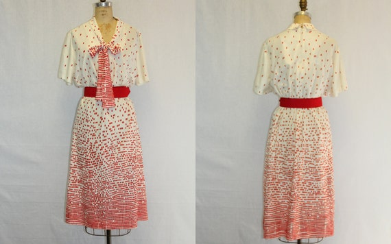 XXL Vintage Dress w Ombre Red and Cream Print