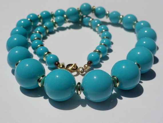 Vintage 1980s Beaded Necklace - Plastic - Turquoise/Aqua