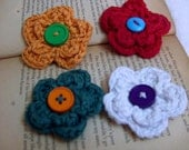 Knitted flower lapel pin white green red orange