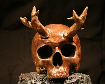Cast Aluminum Pointy Horned Skull
