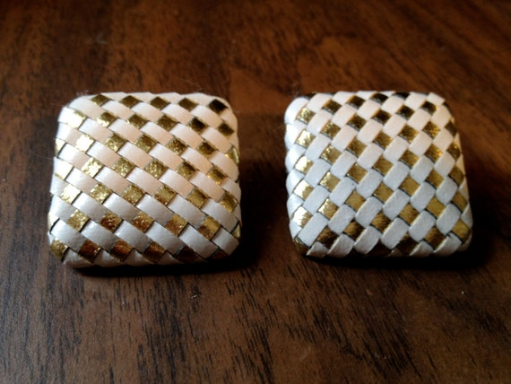 VINTAGE 1980s WOVEN White/Gold Square EARRING