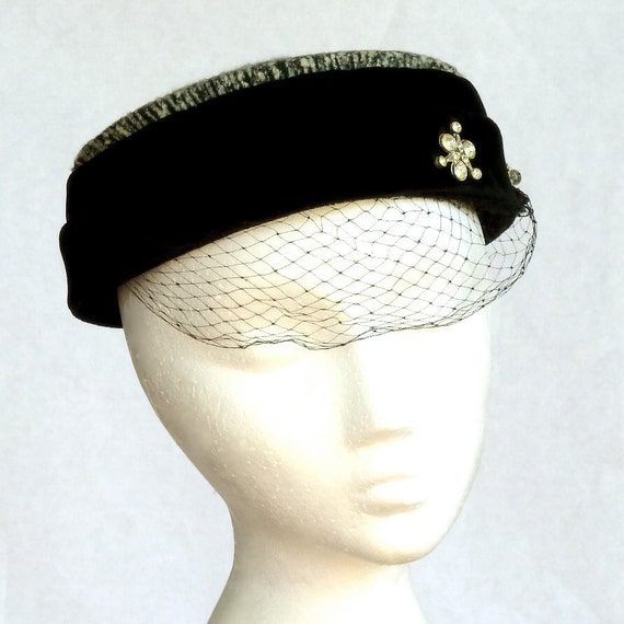 Vintage 50s Pillbox Hat -- Black / White / Gray Nubby Weave & Black Velvet
