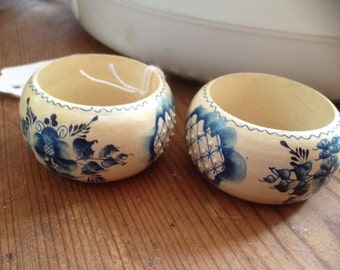hand painted Dutch wooden napkin rings
