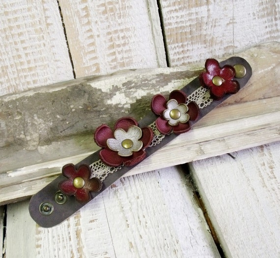 Leather flower bracelet with leather flowers in silver and red