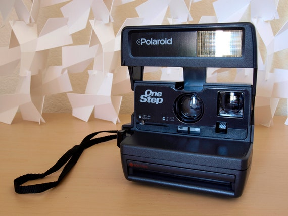 Tested Polaroid OneStep 600 Flash Close-Up Camera with Camera Strap