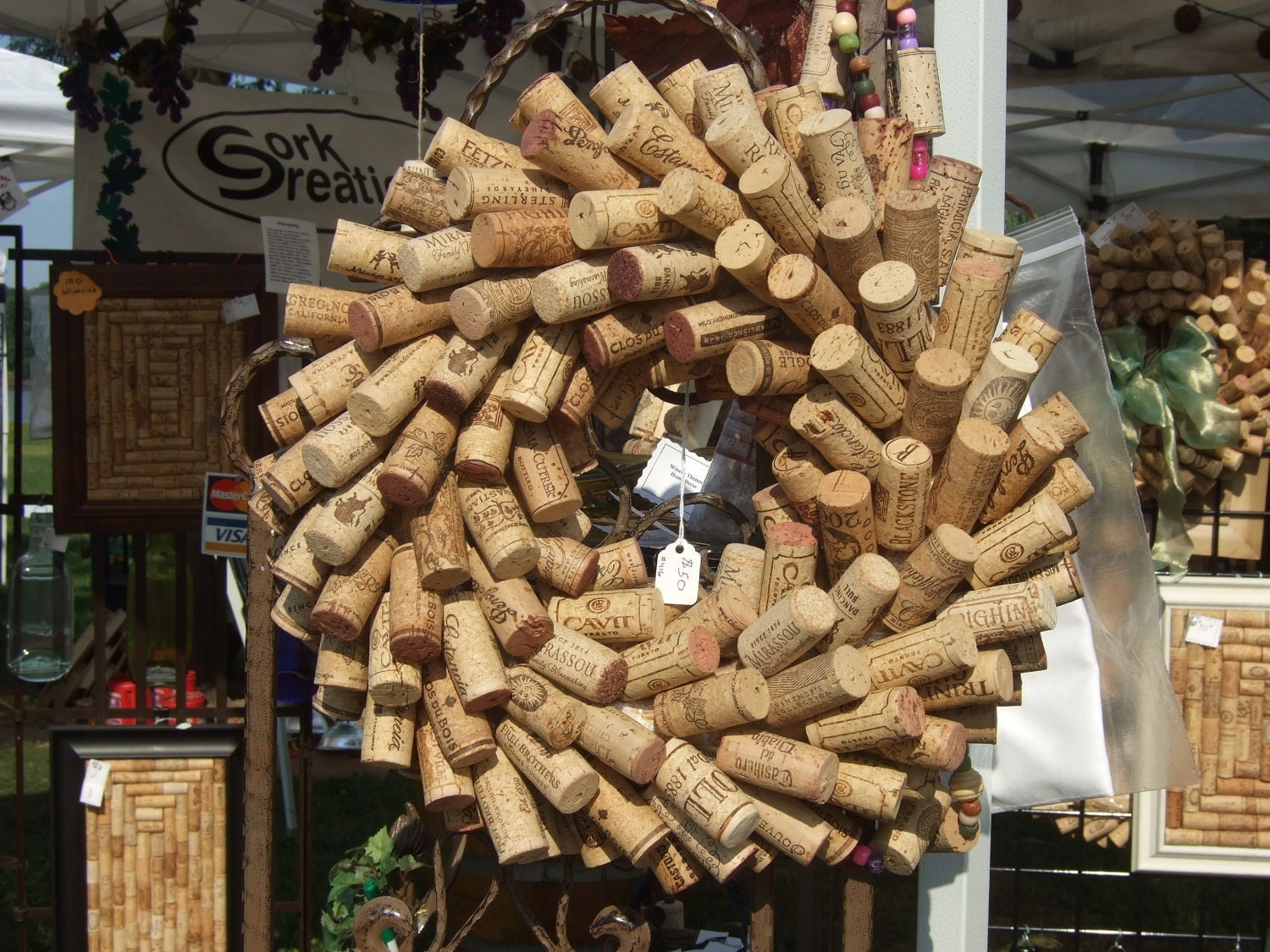 Wine cork wreath 12 - What to make with wine corks ...