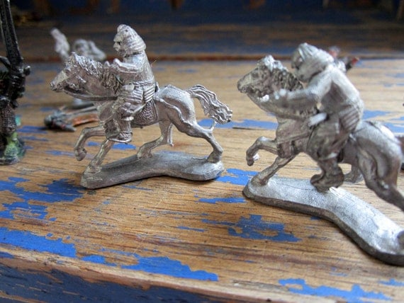 Set of 16 Pieces of Vintage 1985-1990 Ral Partha  Grenadier Dungeons and Dragons Metal Figurines